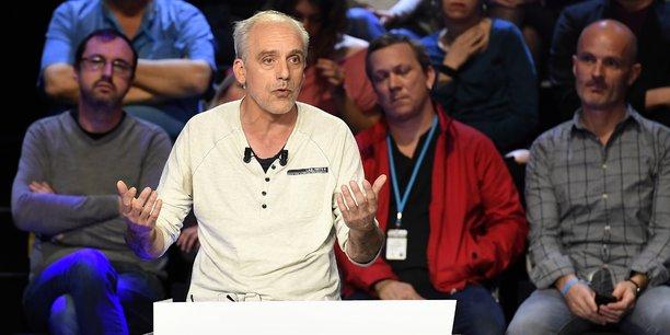 El Pais décrit notamment la sortie de Philippe Poutou face à Marine Le Pen sur l'absence d'immunité ouvrière et son refus de poser sur la photo de famille avant le débat.