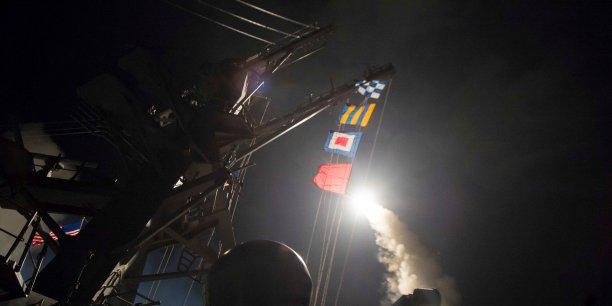 Selon un responsable américain, les 59 missiles (à 832.000 dollars pièce, selon CNN) ont atteint leurs cibles à 03h45 (00h45 GMT) vendredi.