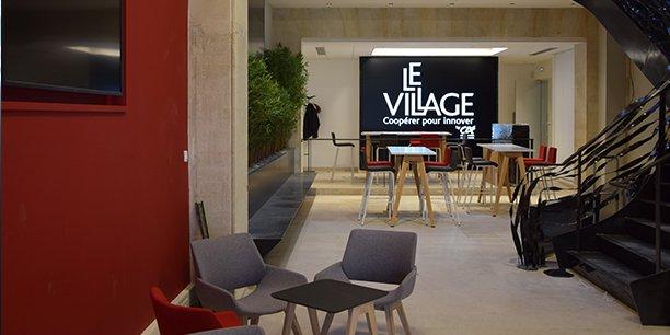 La place du Village by CA, au rez-de-chaussée de l'immeuble.