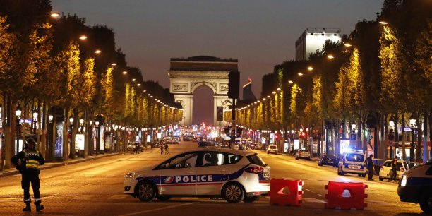 Champs-elysees: l'assaillant vise par une enquete antiterroriste[reuters.com]
