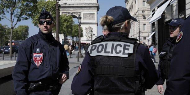 Des policiers en colere apres l'attaque des champs-elysees[reuters.com]