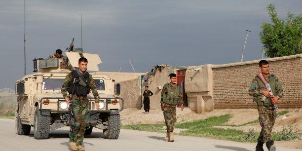 Les taliban attaquent un qg de l'armee afghane, 8 soldats tues[reuters.com]