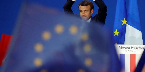 Juncker a félicité Emmanuel Macron pour son résultat au premier tour et lui a souhaité le meilleur pour le second tour, a écrit Margaritis Schinas, porte-parole de la Commission européenne, sur Twitter.
