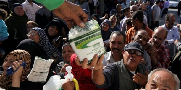 Opération de vente de produits alimentaires subventionnés par le gouvernement, le 7 novembre 2016 au Caire.