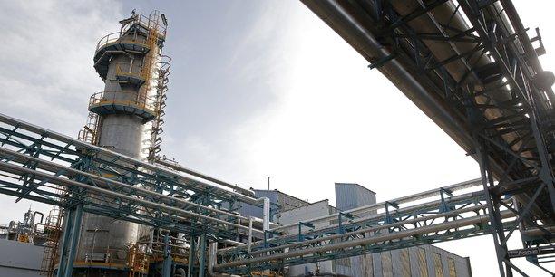 Le site de Chalampé, en Alsace, à 20 km de Mulhouse, est une usine chimique du groupe Solvay. Classée Seveso, cette usine, spécialisée dans la fabrication du nylon 6.6 et des intermédiaires polyamides, est un des plus grand sites du groupe; elle fonctionne 24 heures sur 24, 7 jours sur 7. (Photo prise en février 2016).