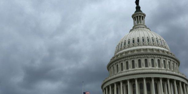 Le Sénat américain ajourne ses travaux, nouveau