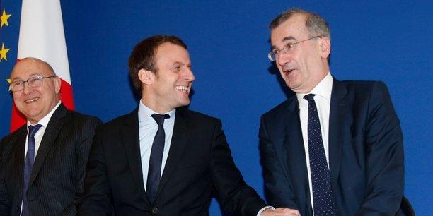 Emmanuel Macron, en février 2016, entre Michel Sapin, ministre des Finances, et François Villeroy de Galhau, gouverneur de la Banque de France, après avoir été DG délégué du groupe BNP Paribas.