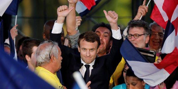 Un troisième sondage également publié vendredi (Ipsos-Sopra Steria pour France Télévisions et Radio France), crédite pour sa part Emmanuel Macron de 61,5% d'intentions de vote, contre 38,5% pour Marine Le Pen.