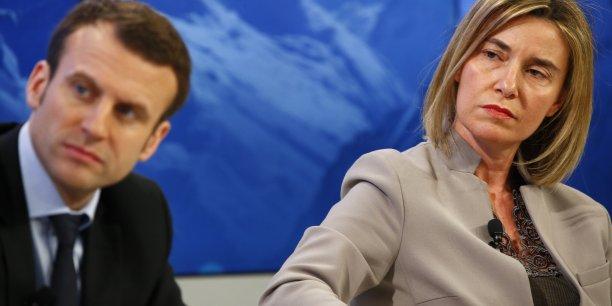 Federica Mogherini, Haute représentante de l'Union européenne pour les affaires étrangères et la politique de sécurité,  juge que la France a élu comme président le candidat qui avait choisi plus que tous les autres la fierté et l'identité européennes comme son propre drapeau.