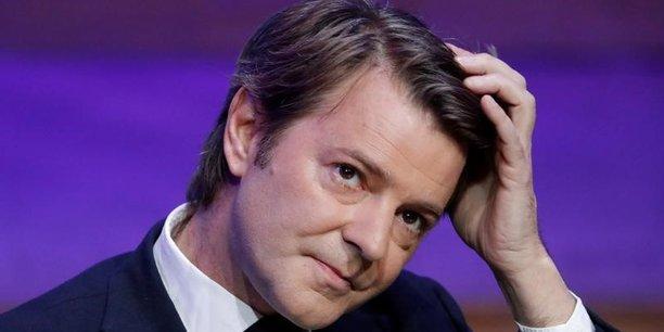 François Baroin, qui mènera la campagne, vise officiellement la majorité absolue en juin (289 sièges), en caressant l'espoir d'une cohabitation.