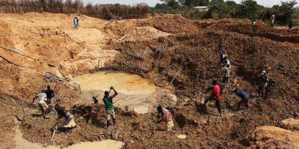 Majoritairement artisanal, le secteur minier participe à hauteur de 30% du PIB de la Serra Leone.