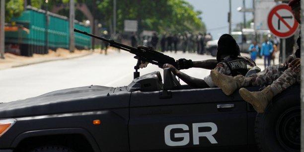 Les éléments de la Garde présidentielle ont pris position devant les soldats mutins au centre de la capitale, Abidjan.