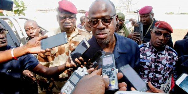 Alain-Richard DonwahiBouake, ministre ivoirienne de la Défense, donnant une déclaration aux médias, le 7 janvier dernier à Bouaké.