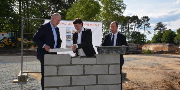 De gauche à droite, Philippe Van Der Wees, président de Cultura, Alain Anziani, maire de Mérignac, Eric Deroo, directeur de Duval Développement Aquitaine.