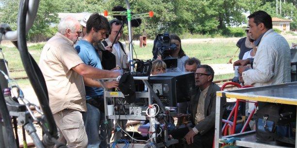 En Provence-Alpes-Côte d'Azur, la filière dédiée au cinéma, et plus largement, la filière des industries créatives, est en passe de devenir un atout d'attractivité capable de jouer à jeu égal avec d'autres filières, comme le tourisme, dont elle est aussi une composante plus ou moins indirecte.