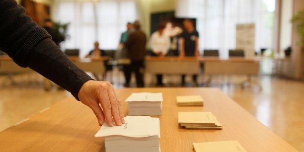 l gislatives 2017 pr s d 39 un fran ais sur trois compte voter la r publique en marche sondage. Black Bedroom Furniture Sets. Home Design Ideas