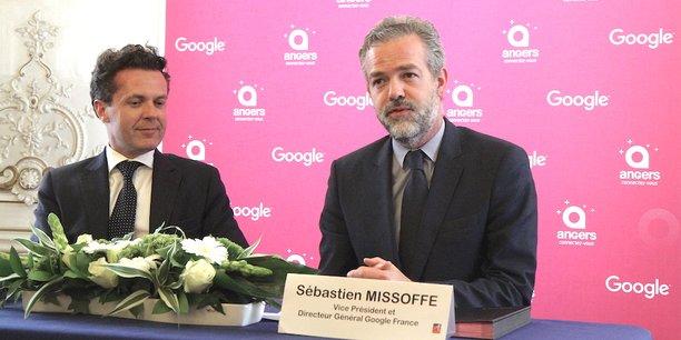 De gauche à droite, Christophe Béchu, maire (LR) d'Angers, et Sébastien Missoffe, vice-président et directeur général de Google France.