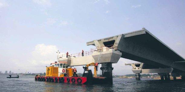 Financé par l'État ivoirien et livré à la fin 2014 par le français Bouygues pour 299 millions d'euros, le pont Henri-Konan-Bédié, à Abidjan, est l'un des plus grands projets d'infrastructure d'Afrique de l'Ouest.