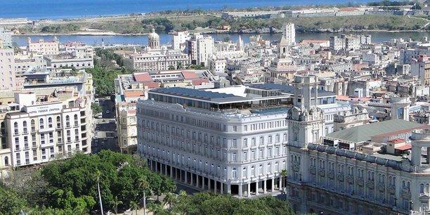 La chambre est facturée de 440 à 2.485 dollars la nuit dans ce bâtiment immaculé de style européen qui avait ouvert ses portes en 1917 sous le nom de Manzana de Gomez, avant d'être rénové de fond en comble.