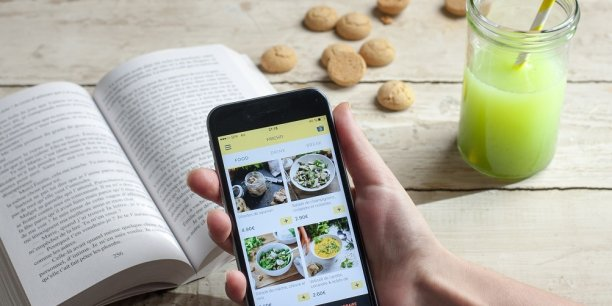 Contrairement aux autres startups de la Foodtech, l'entreprise salarie ses coursiers.