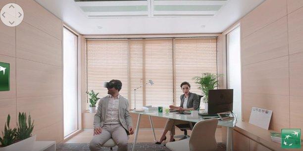 Dans le dernier clip corporate de la BNP, un client est équipé d'un casque de réalité virtuelle dans le bureau de sa conseillère, comme s'il visitait son futur appartement. Gadget ou vrai plus ? Pour le BCG, les banques de détail doivent trouver le bon équilibre entre technologies digitales et interactions humaines.