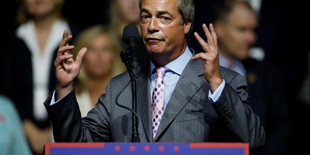 Dans un message sur twitter, Nigel Farage a qualifié les informations du Guardian de fake news.