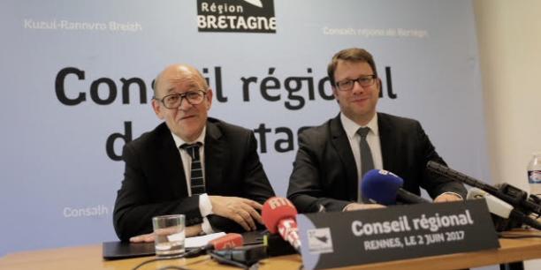 Loïg Chesnais-Girard (à droite), dauphin de Le Drian, saura le 22 juin s'il est élu président du Conseil régional de Bretagne.