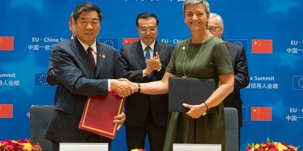 La commissaire Margarethe Verstager et son homologue He Lifeng ont signé un MoU sur la politique de la concurrence. Donald Tusk, Li Keqiang, Jean-Claude Juncker, eux, n'ont pas réussi à finaliser le communiqué sur le climat et le commerce.