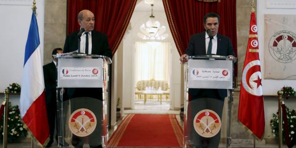 Le Drian rend hommage aux victmes du terrorisme — Tunisie