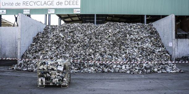 Le recyclage des déchets d'équipements électriques et électroniques à Péna