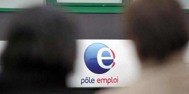Faire du bénévolat lorsque vous êtes au chômage peut vous faire perdre vos indemnités d'aide de retour à l'emploi.