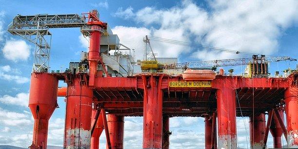 Une plateforme de forage pétrolier.