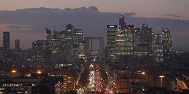 Un argument de taille pour la capitale française : le coût des bureaux y est plus de deux fois moins cher qu'à Londres (800 euros le mètre carré contre 1.800 euros) tandis que quatre fois plus d'espace sont disponibles à Paris plutôt qu'à Francfort, sa principale concurrente.