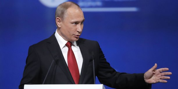 Le président russe, Vladmir Poutine, lors du Forum économique de Saint-Pétersbourg en juin 2017.