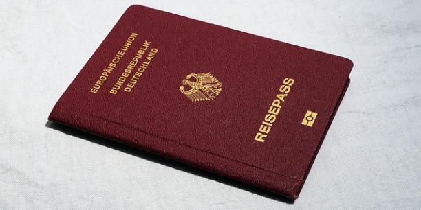 Près de 2.900 ont obtenu un passeport germanique, un nombre qui a plus que quadruplé (+361%) par rapport à 2015, selon les chiffres du Bureau fédéral des statistiques.