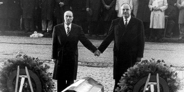 Le chancelier allemand Helmut Kohl et le Président de la République française François Mitterand avaient rendu un hommage commun le 22 septembre 1984, à Verdun.