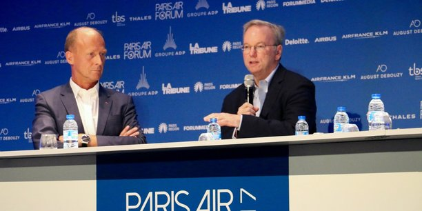 Tom Enders (à gauche) et Eric Schmidt ce vendredi, au Paris Air Forum.