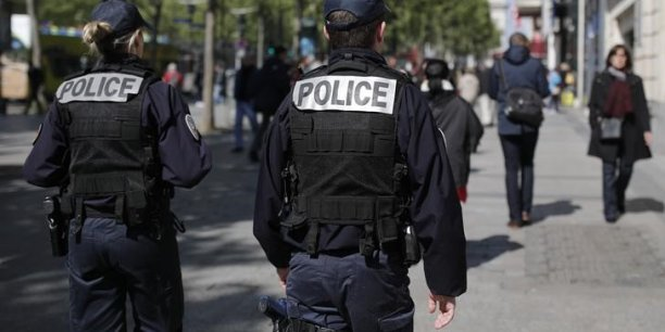 Intervention de police en cours sur les champs-elysees[reuters.com]