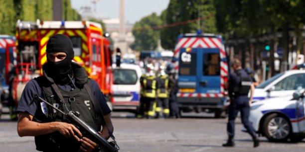 Le parquet antiterroriste saisi apres l'incident des champs-elysees[reuters.com]