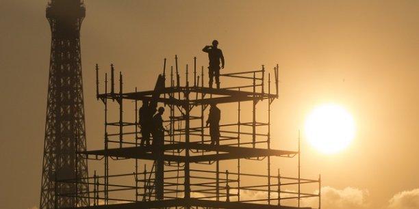 La baisse de la productivité liée aux fortes chaleurs pourrait coûter 2.000 milliards de dollars par an au niveau macroéconomique d'ici à 2030 d'après un rapport de l'organisation internationale du travail.