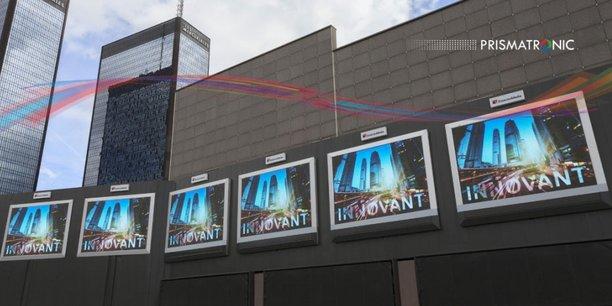 Des panneaux Prismatronic à Paris.
