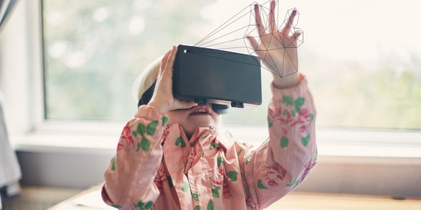 Le système mis au point par Clay permet d'avoir accès à la réalité virtuelle via un simple smartphone.