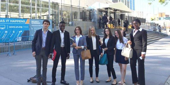 Les équipes du lycée français de Chicago, le 28 juin 2017 à l'ONU pour la présentation de leurs projets de start-up.