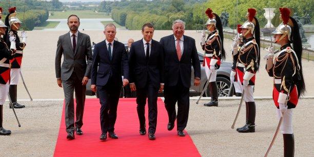 Depuis une réforme constitutionnelle de 2008 souhaitée par Nicolas Sarkozy, le président de la République peut de nouveau s'adresser à l'ensemble des parlementaires (députés et sénateurs) réunis en congrès à Versailles. Emmanuel Macron songerait à rendre annuel ce rendez-vous.