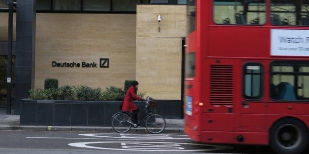 Dans son rapport annuel, Deutsche Bank disait employer 8.575 personnes en Grande-Bretagne sur un effectif mondial de 99.744 fin 2016.