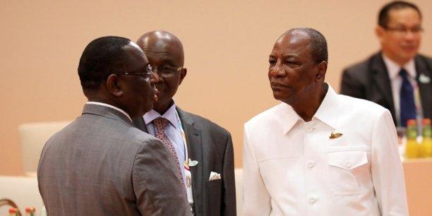 Le président Macky Sall et le chef d'Etat guinéen Alpha Condé, avant le début de la troisième session des travaux du Sommet du G20, le 8 juillet à Hambourg en Allemagne.