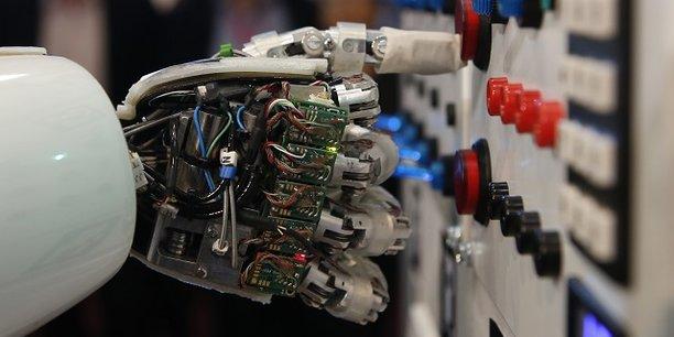 L'intelligence artificielle devrait contribuer à hauteur de 15.700 milliards de dollars à l'économie mondiale en 2030, selon une étude de PwC publiée lundi.