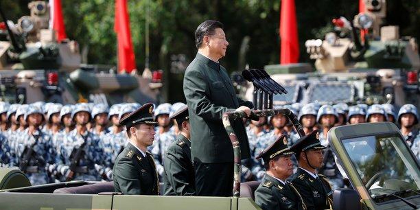 Le président chinois, Xi Jinping, passant en revue des détachements de l'armée chinoise.