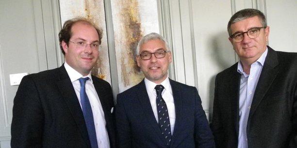 Jean-Christophe Lépine, au centre de la photo, encadré par Axel Champeil, (CAM Bordeaux) sur la gauche, et Ludovic Lastennet (Implanet).