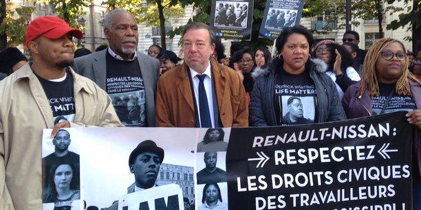En octobre 2016, Danny Glover (deuxième à gauche) est venu soutenir les ouvriers de l'usine Nissan de Canton dans le Mississippi. Au milieu, Christian Hutin, député du Nord, soutient également le mouvements.